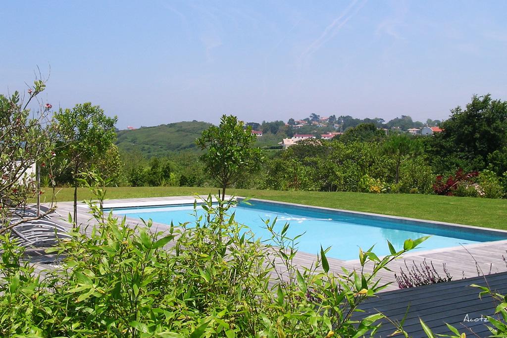 Lafitenia resort location villa luxe avec piscine vue for Camping st jean de luz bord de mer avec piscine
